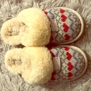 UGG sheepskin slippers sz 7 sweater heart pattern